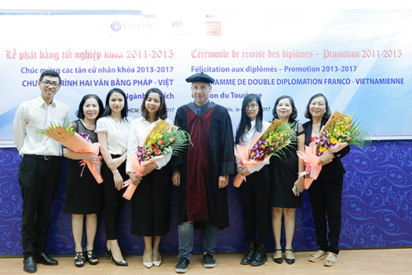 Perpignan University awarded Bachelor's degrees to Tourism students of Van Lang University