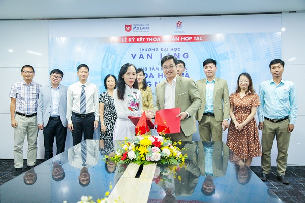 Van Lang University cooperates with Youth Science and Technology Development Center: nurturing talented scientists